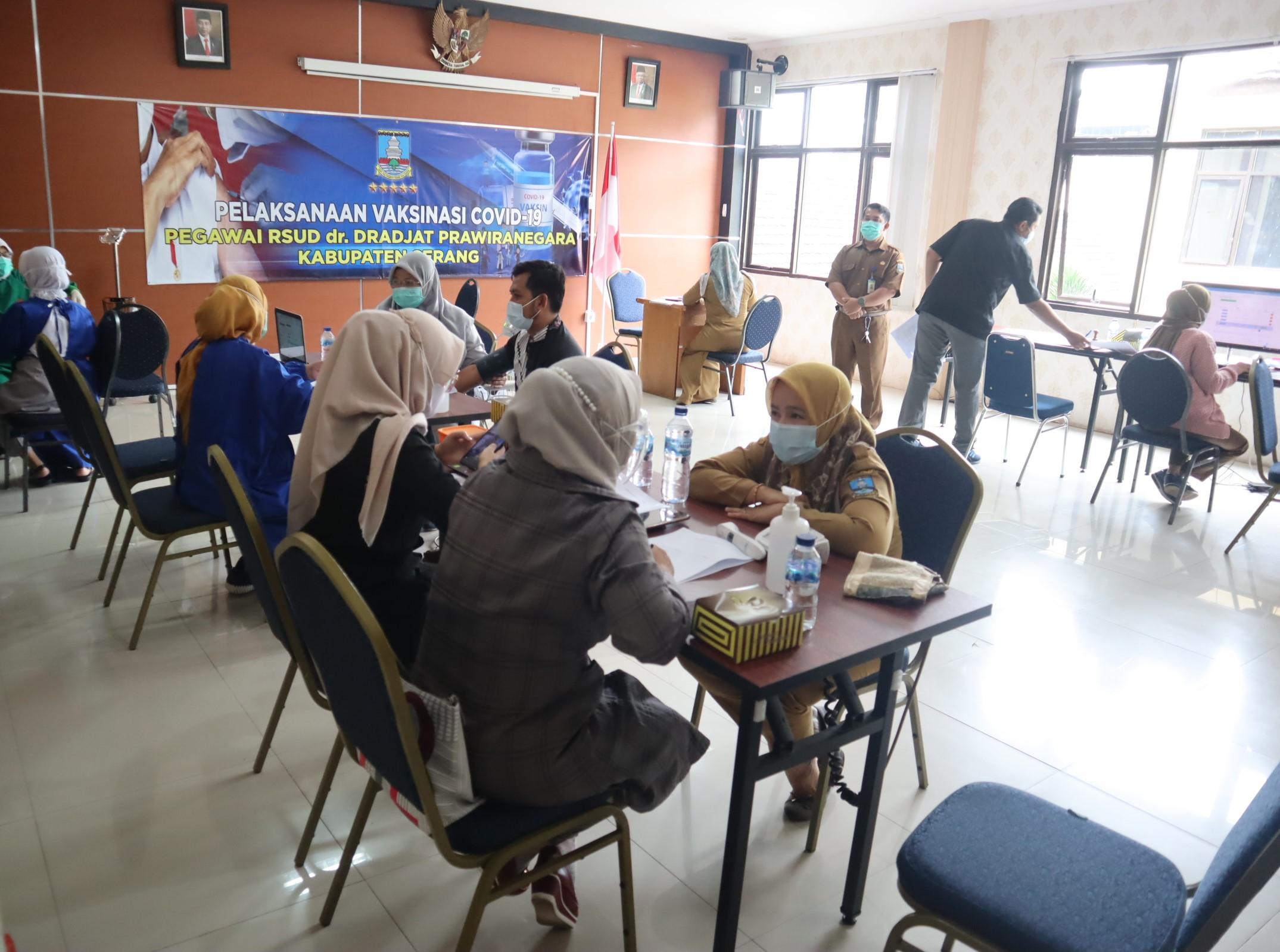 pelaksanaan-vaksinasi-covid-19-pegawai-rsud-dr-dradjat-prawiranegara-kabupaten-serang